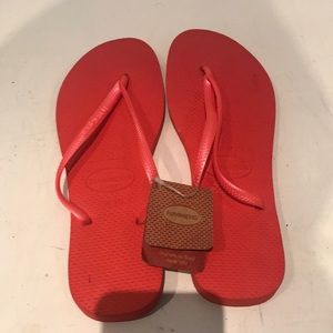 Havaianas Slim in Guava Red size 7/8